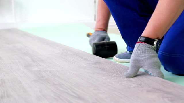 laying laminate on the floor video