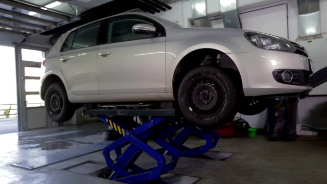 HD: Lift slowly lowers car to theground video
