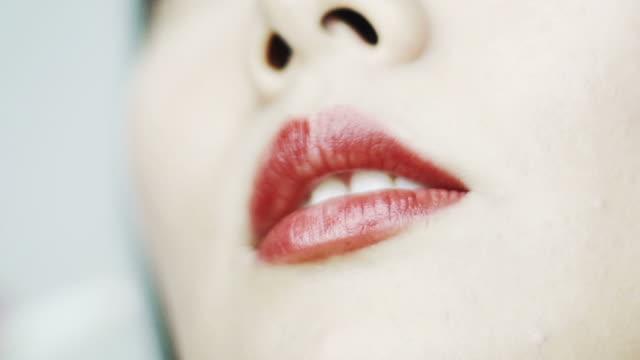 Lips straw video