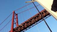 Lisboa Barco Tejo ponte 25 abril vela video