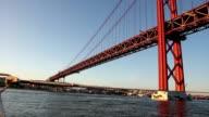 Lisboa Barco Tejo ponte 25 abril video