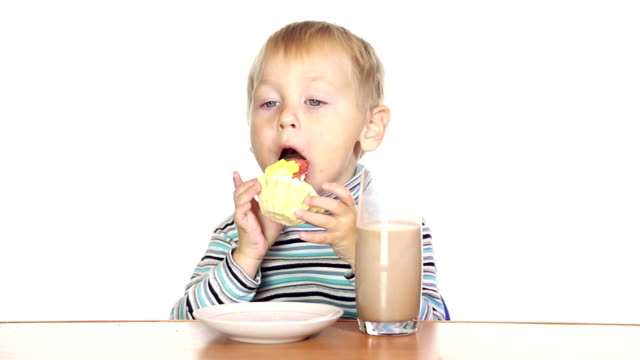little boy and Cake video