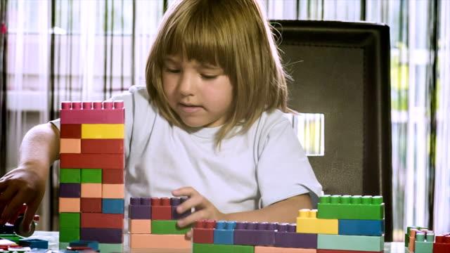 Little cubes video