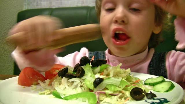little girl eat salad video