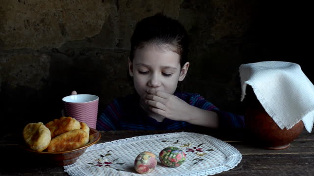 Little girl, eats fried pies and milk video