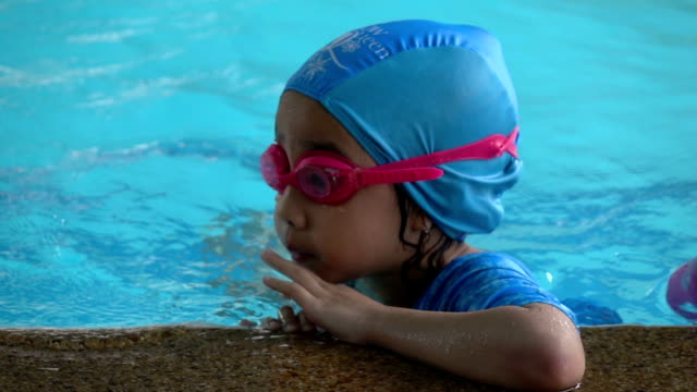 Little girl in the swimming pool video