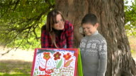 Little paintert shows mom how to draw pictures video