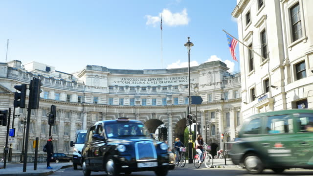 London Admiralty Arch Over The Mall (UHD) video