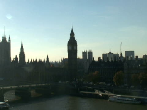 London: Big Ben, Parliament: Wide, Push Zoom from Thames River video