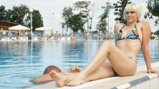 HD DOLLY: Lovely Couple At Swimming Pool video
