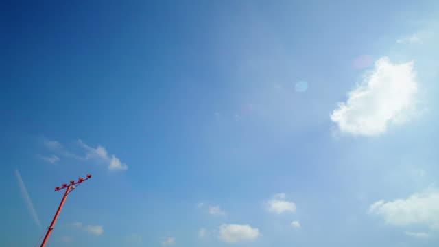Low flying airplane landing video
