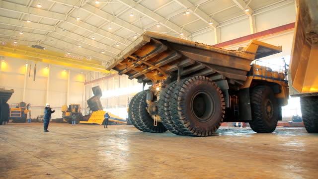 Machine for loading coal video