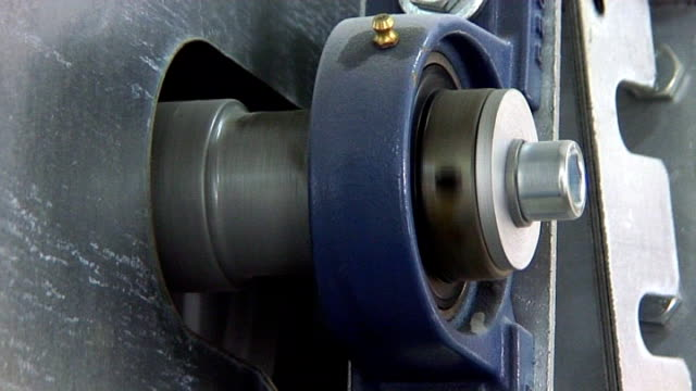 Machinery - pivot turning in conveyor belt pulley video