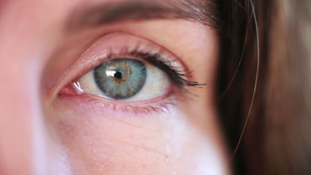 Macro left eye video