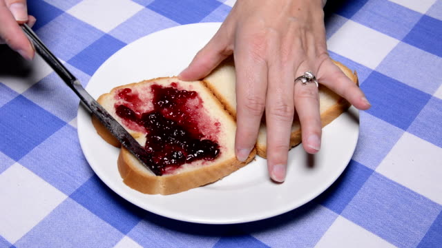 Making a peanut butter and jelly sandwich video