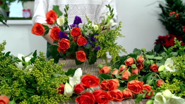 Making Mixed Flower Arrangement video