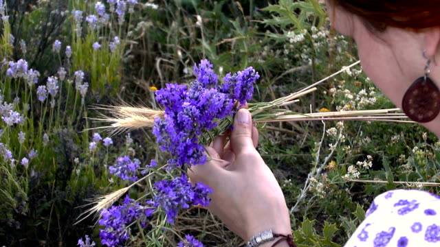 Making the coronet of lavender flowers video