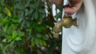 Male hand open and close faucet video