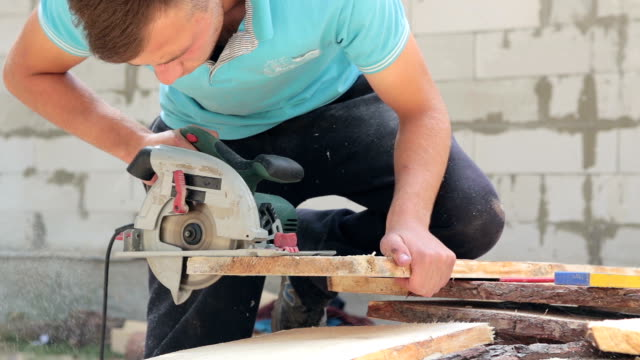 Man cuts plank with a circular saw. video