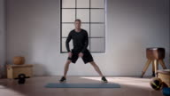 Man doing his workout in gym (dynamic stretching lunge) video