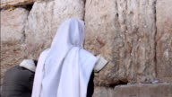 Man pray at the western wall video