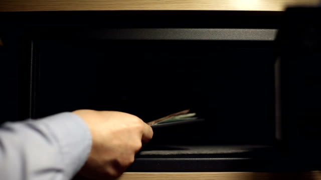 A man put money in the safe deposit box video