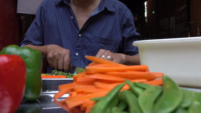 Man slicing carrots video