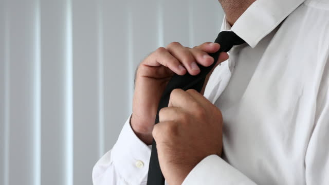Man tie a necktie video