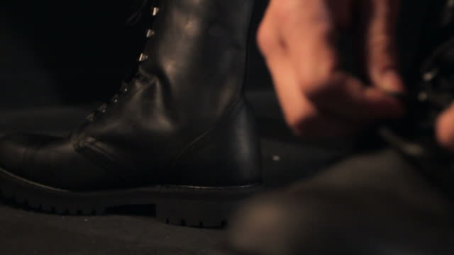 Man ties boots video