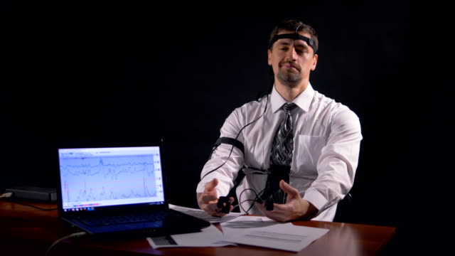 A man tries to cheat polygraph by making a joke. video