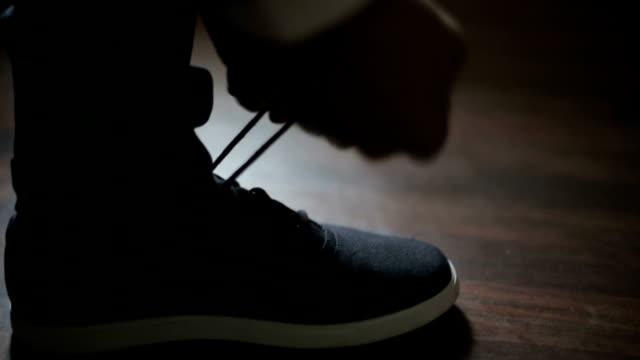 Man tying shoelaces video