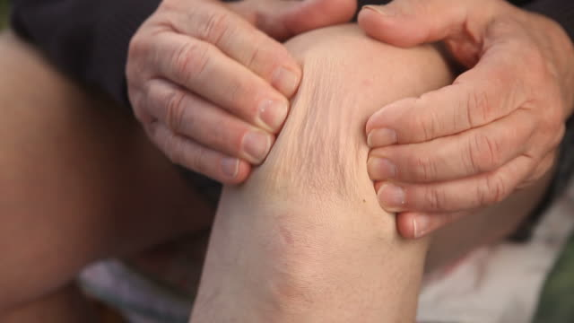 man with a painful knee video