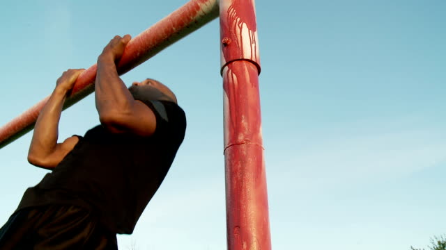 Man works hard to gain strength video