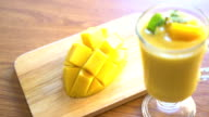 mango smoothie video