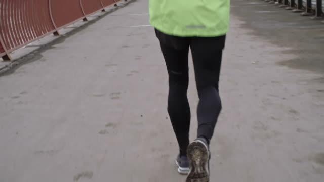 Marathon runner crossing the bridge video
