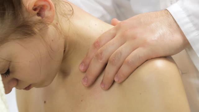 Massage of the upper spine girls closeup video
