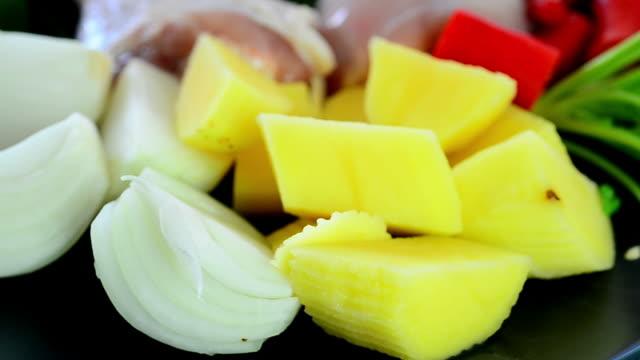 Massaman raw food video
