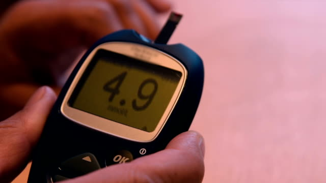 Measuring blood sugar level with glucometer video