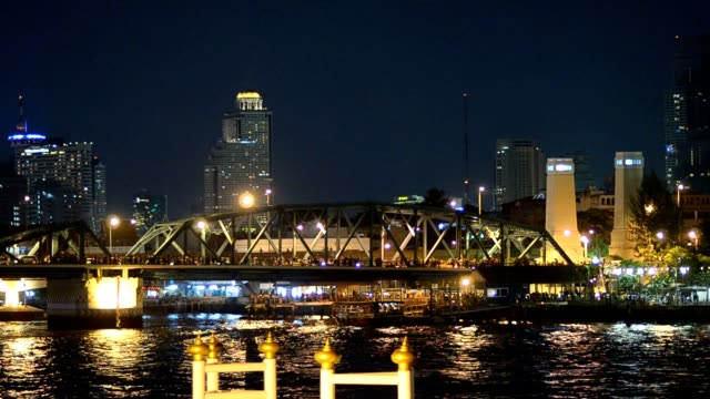 Memorial Bridgeat night time video
