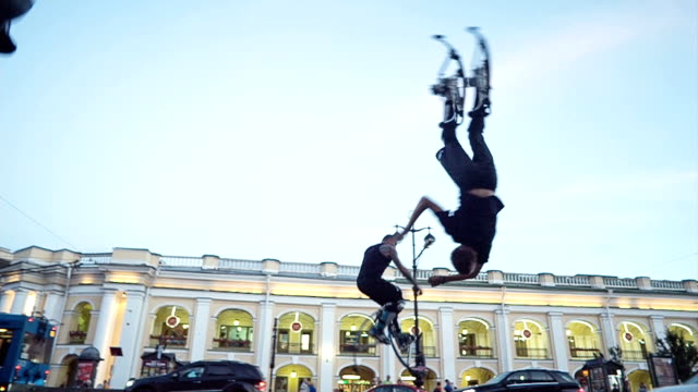 Men  Jump Over His Head On The City Street video