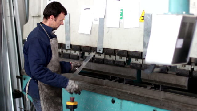 metalworker Bending iron in press brake video