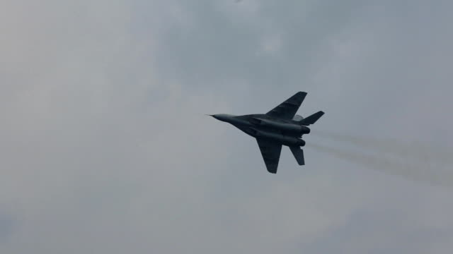 military maneuvers of the Russian aircraft video