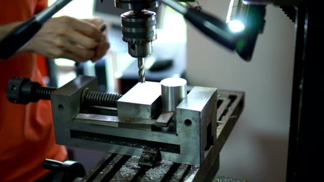 Millign machine smooths surfaces on aluminum cylinder. video