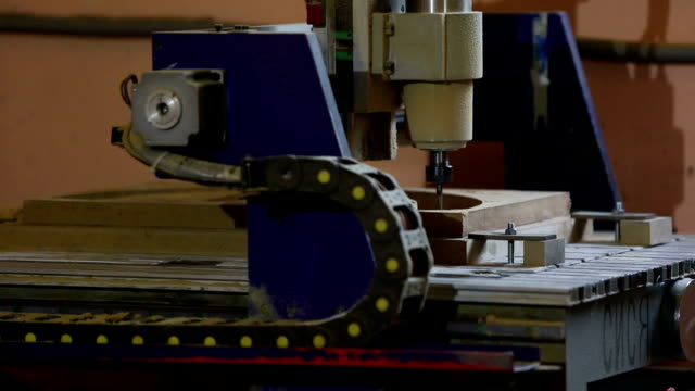 Milling cutting machine makes in wood video