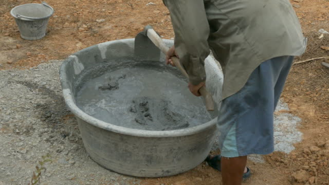 Mixing a cement in salver video