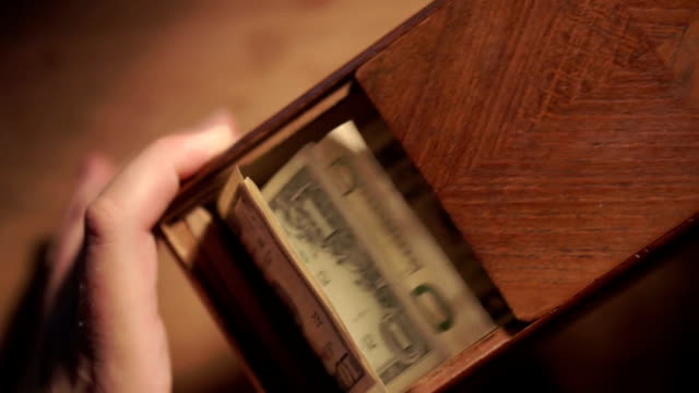 Money box   MO video