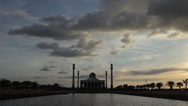 Mosque at dusk of Hatyai, Thailand video
