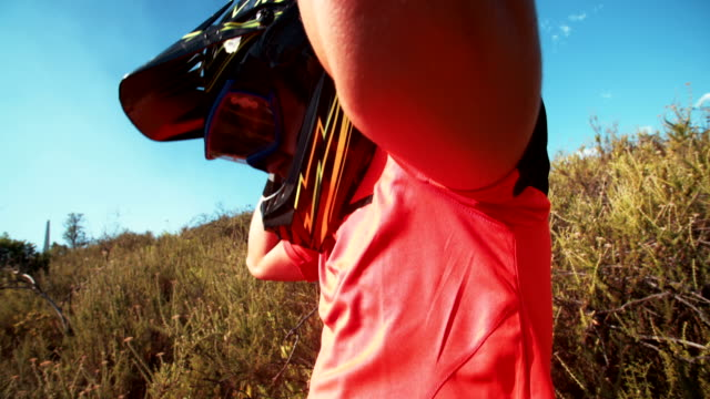 Mountain biker putting on goggles and helmet video