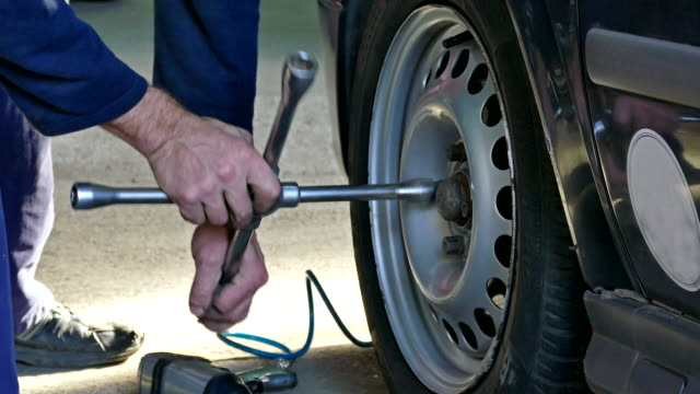 Mounting the car tires on a car video