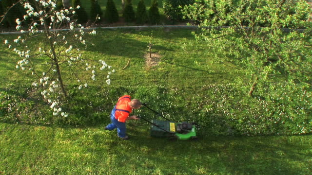 HD: Mowing The Grass video
